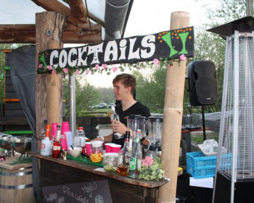 bar met cocktails bij SEC Almere