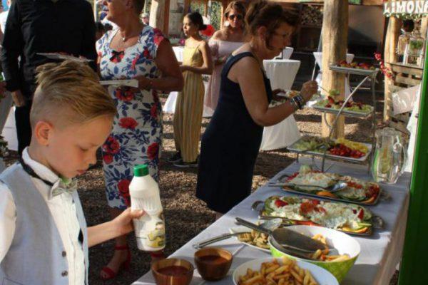 eten en drinken op het terras van SEC