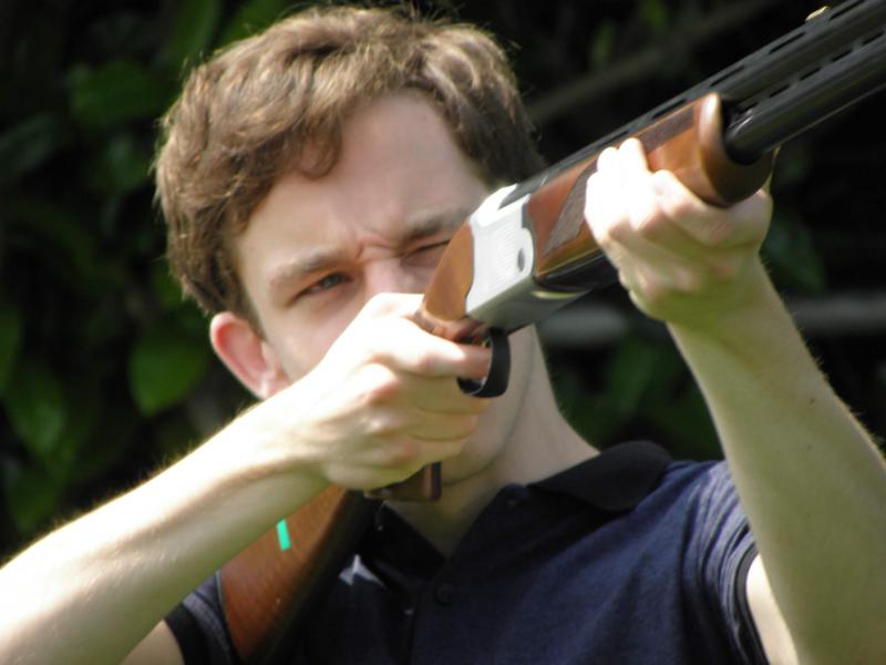 Man schiet met lasergeweer op kleiduiven
