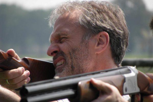 Schieten op kleiduiven met laser geweer