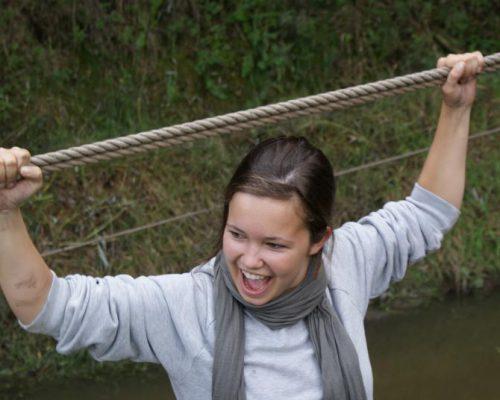 Lachende vrouw tijdens teamuitje in Almere