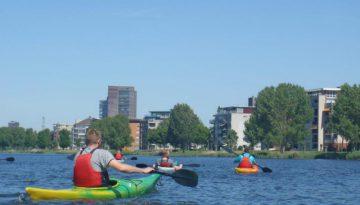 kano's varen langs Almere Stad