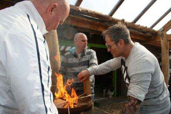 vuur maken tijdens expeditie Robinson
