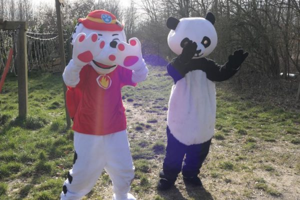 Marshall en Pandabeer zwaaien