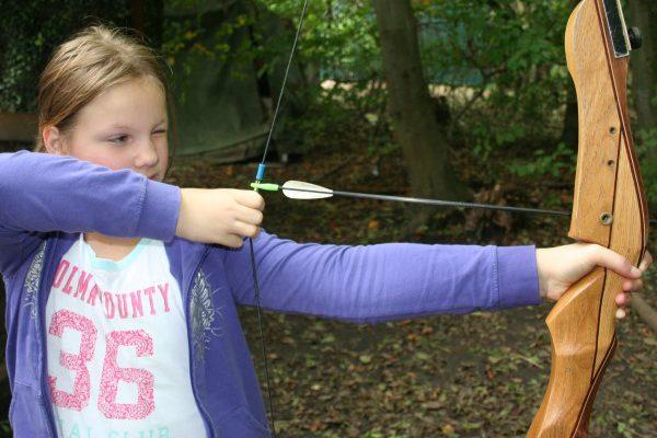 boogschieten als opdracht tijdens treasure hunt