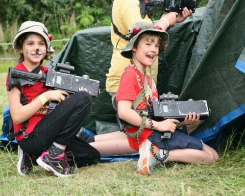 kinderen spelen Lasergame in Almere