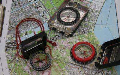 schatkaart en kompas voor treasure hunt