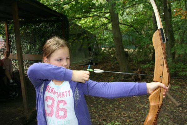 boogschieten-meisje-les-uitje-Almere.jpg