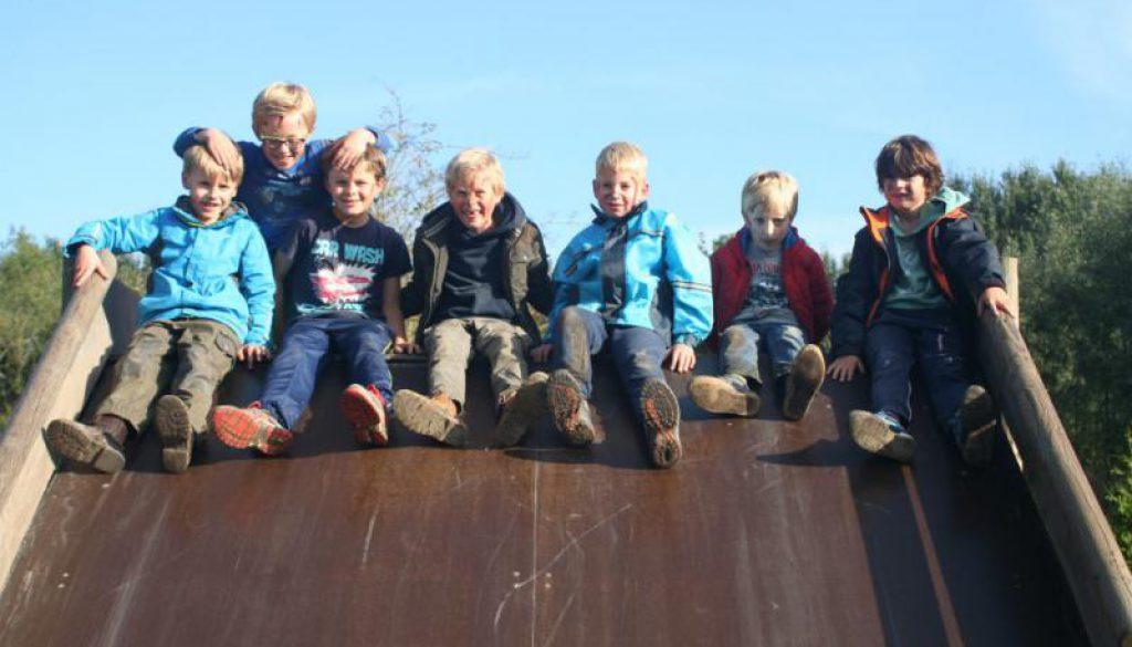 kinderen op glijbaan in Almere