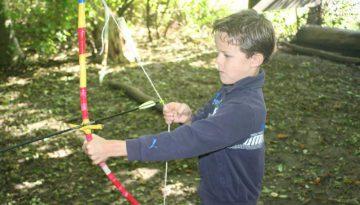 jongen-boog-kinderfeestje-sportief.jpg