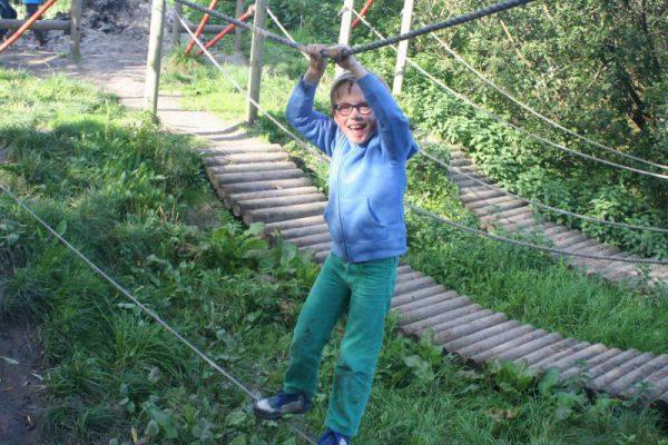 jongen op junglebrug bij SEC Almere
