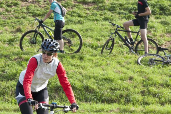 groep met mountainbike