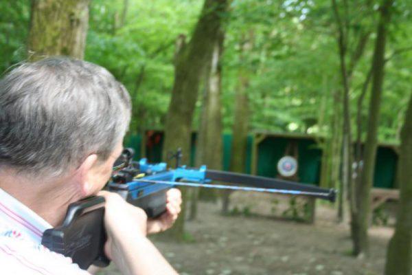Man schiet met kruisboog in uitje Almere