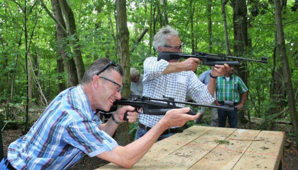 Mannen schieten met luchtbuks in Almere