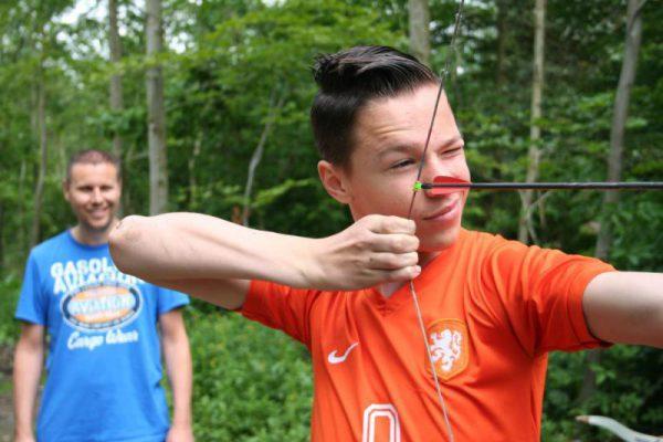 Jongeman richt bij boogschieten in Almere