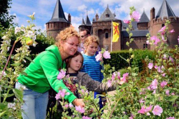 Kinderen bij kasteel Muiderslot