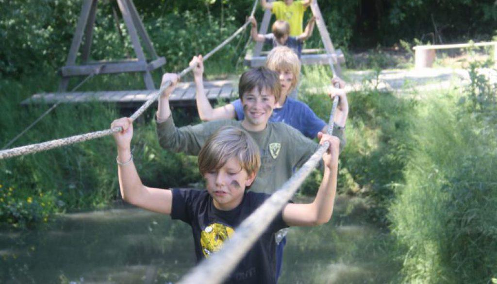 kinderen op outdoor schoolkamp