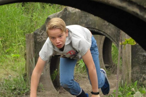 Jongen tijdens sportdag van school in Almere