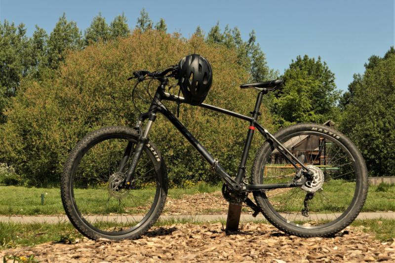 Fietsverhuur-Almere-mountainbike+helm