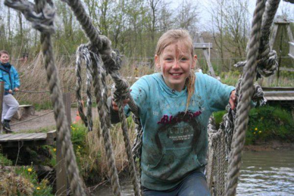 Meisje Survivallen tijdens kinderfeestje in Almere