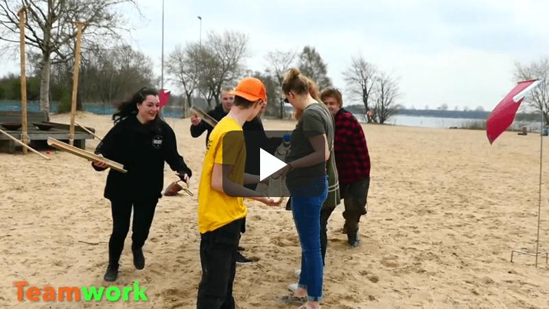expeditie-robinson-strand-teambuilding-video